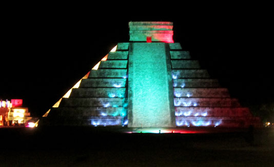 Lightshow_in_Chichen_Itza