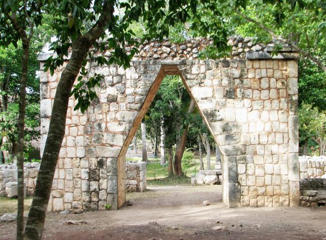 chichen itza mayan arch
