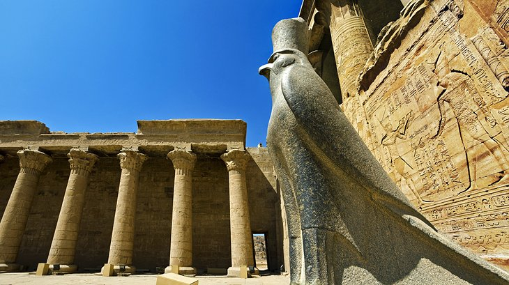 egypt-edfu-granite-horus-statue-in-temple-forecourt