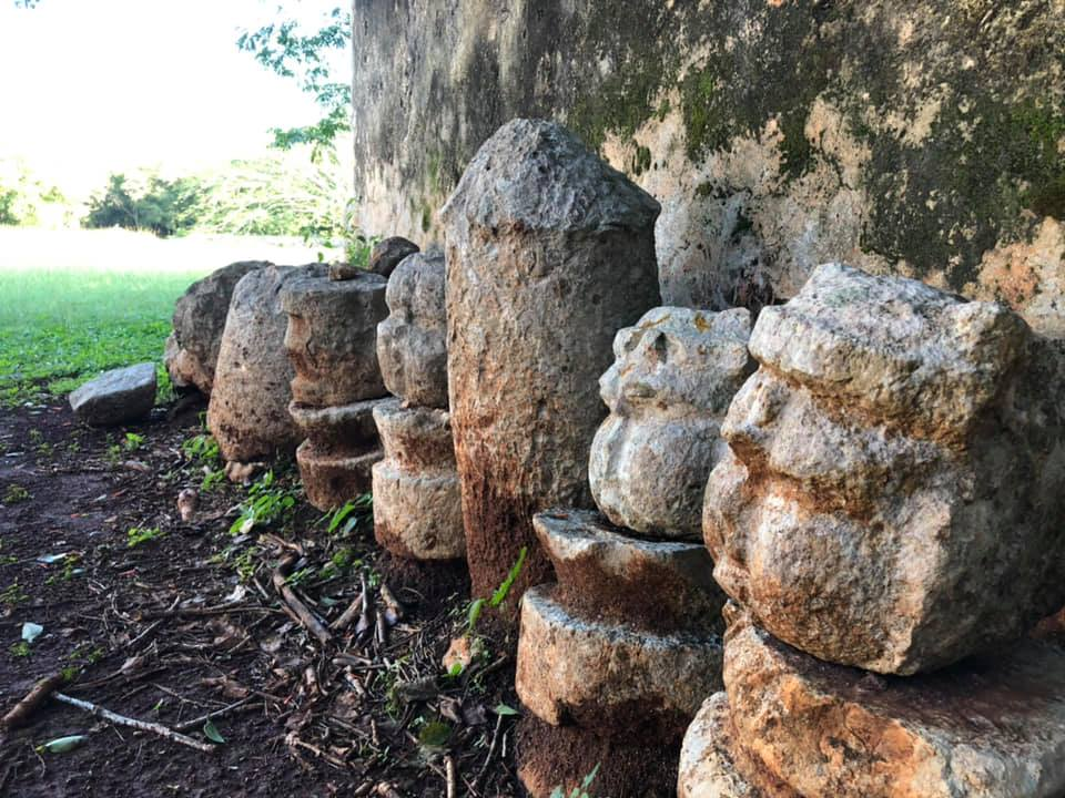 olmec-face-motif-head-mayan-ruins-yucatan
