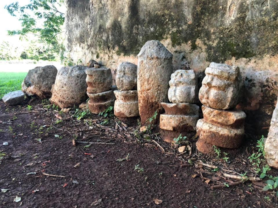 olmec-face-motifs-mayan-ruins-labna